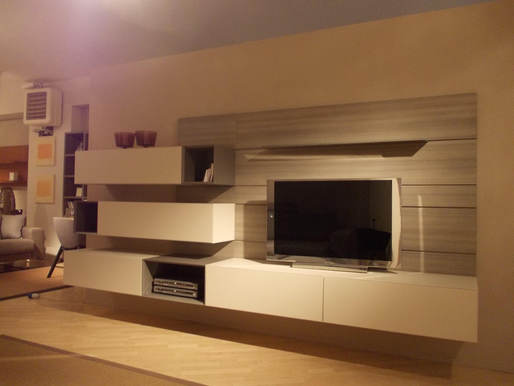 Soggiorno modulnova more laccato opaco pareti attrezzate for Pareti salone