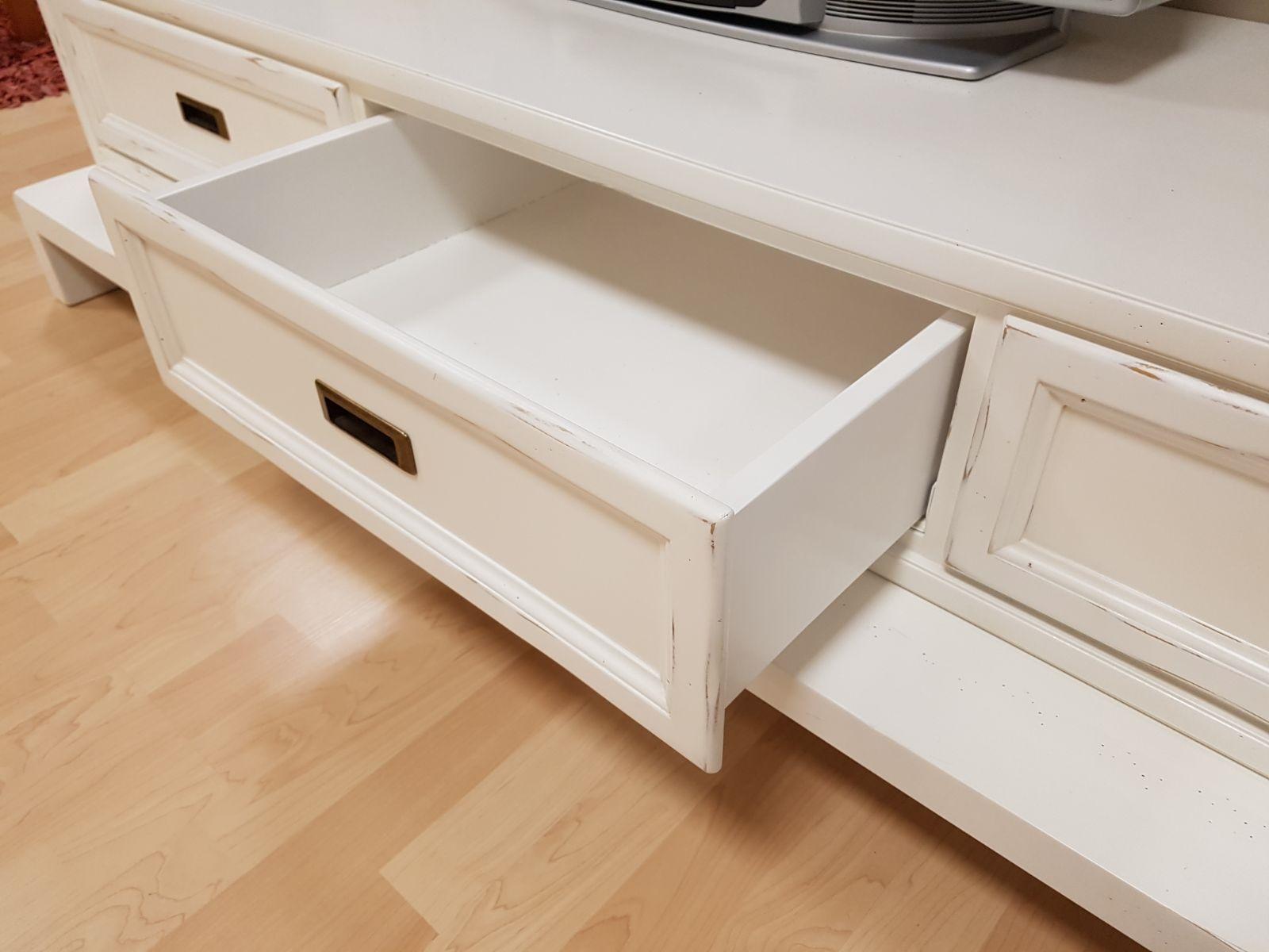 Soggiorno new classic in legno massello soggiorni a prezzi scontati - Soggiorni in legno ...