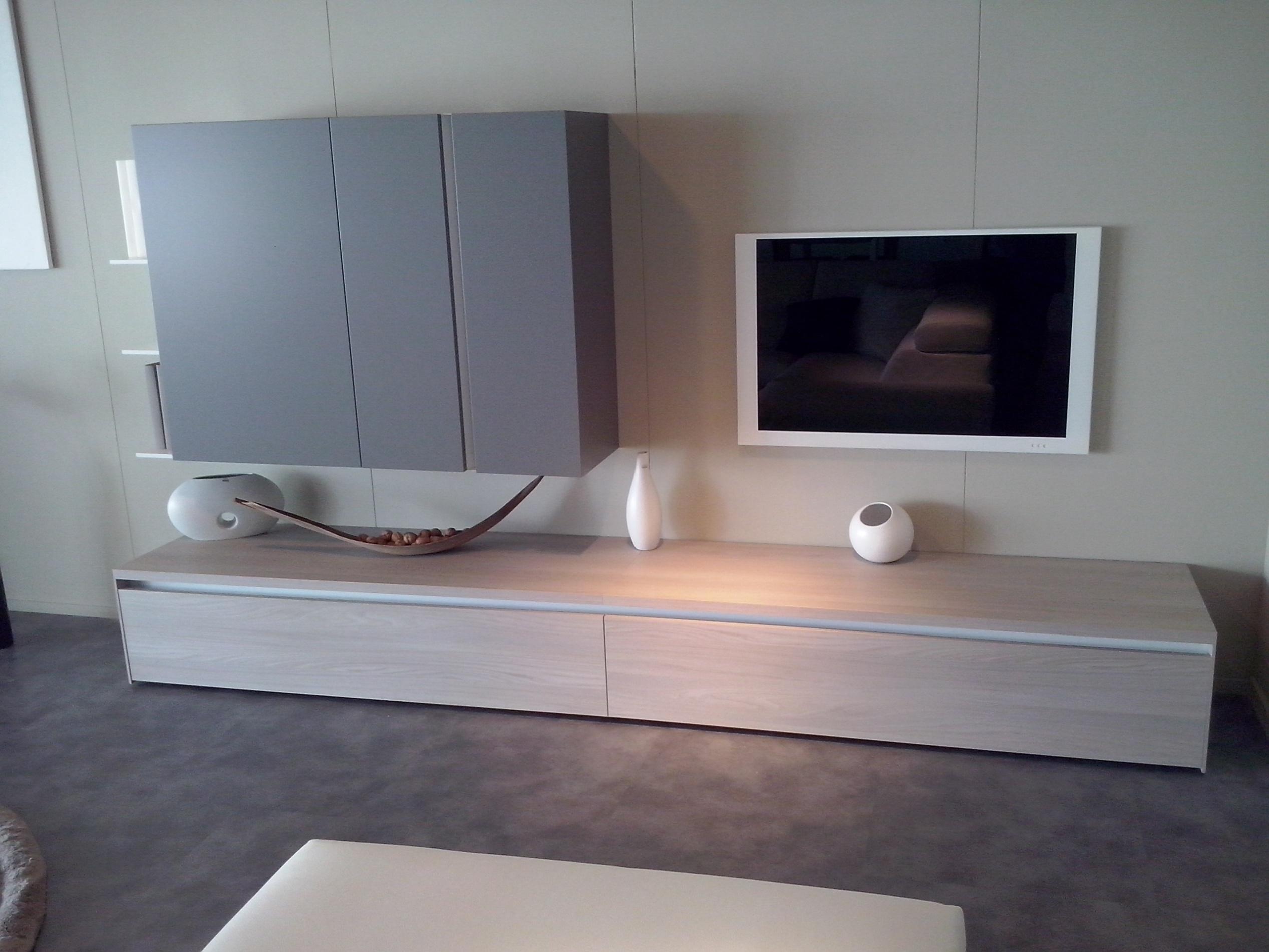 soggiorno novamobili soggiorno novamobili con gola soggiorni a prezzi scontati. Black Bedroom Furniture Sets. Home Design Ideas