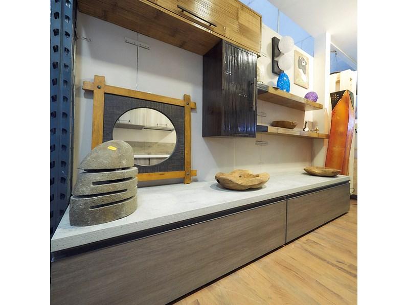 Soggiorno Nuovi Mondi Cucine Parete soggiorno lineare grigio con top  cemento e pensili in legno e bambu scontato del -60 %