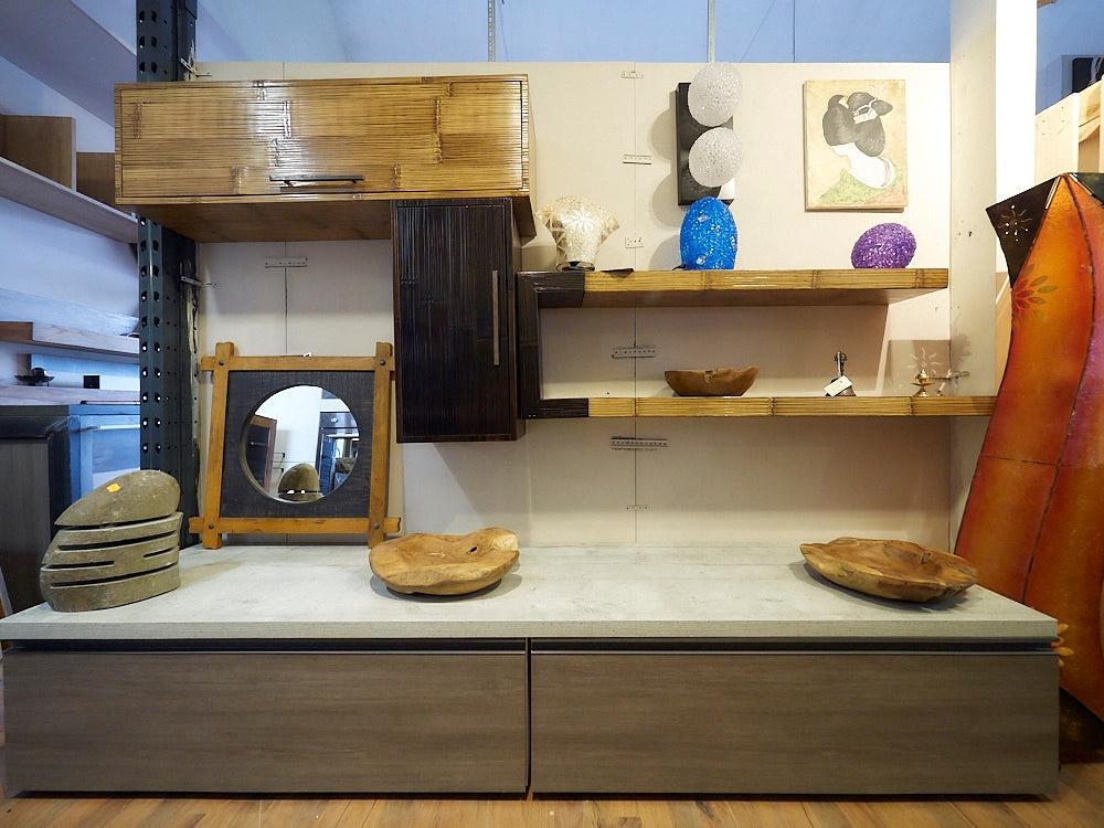 Soggiorno nuovi mondi cucine parete soggiorno lineare grigio con top cemento e pensili in legno - Cucine con soggiorno ...