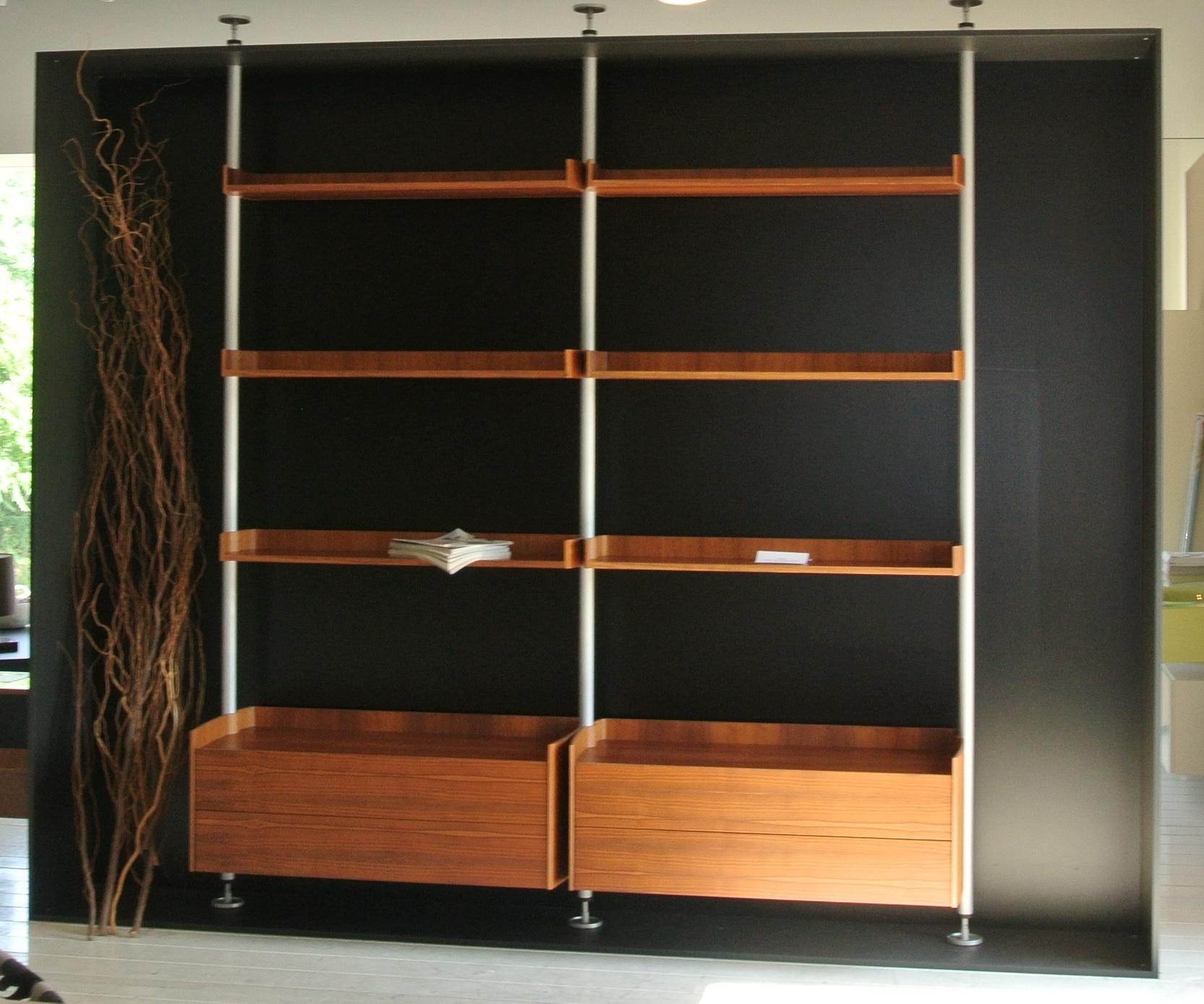 Soggiorno porada ubiqua legno librerie design soggiorni for Librerie design outlet