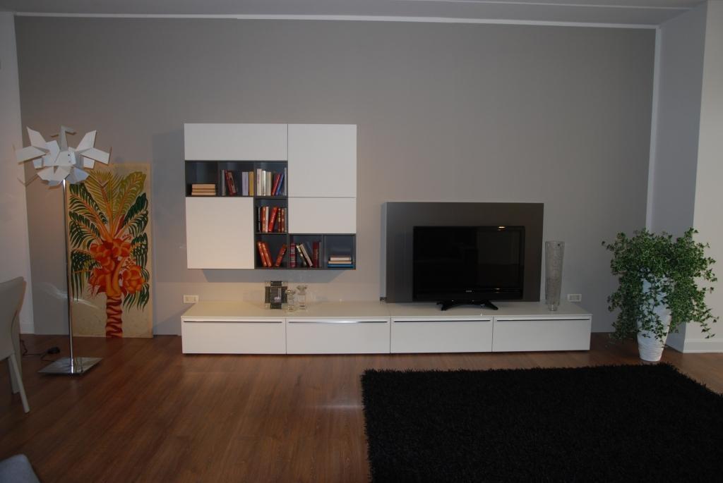 Arredare soggiorni piccoli idee per il design della casa for Immagini mobili moderni