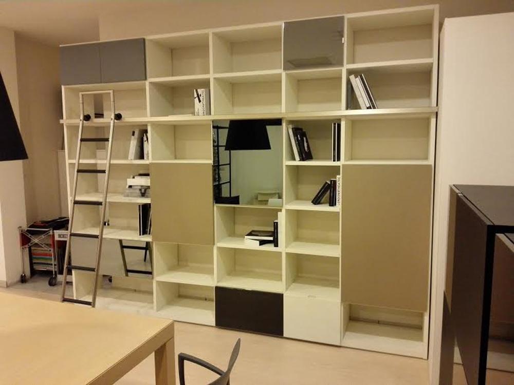 Soggiorno tisettanta soggiorno libreria laccato opaco for Soggiorno libreria