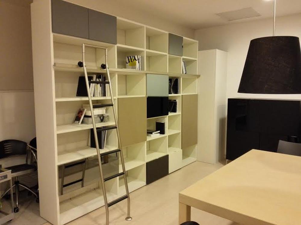 Soggiorno tisettanta soggiorno libreria laccato opaco for Librerie design outlet