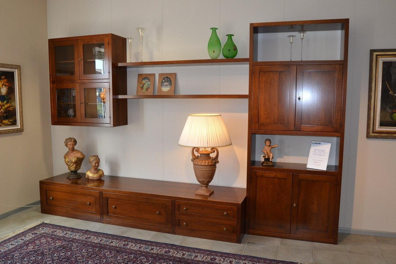 Altezza mensole soggiorno idee per il design della casa for Soggiorno minimal chic