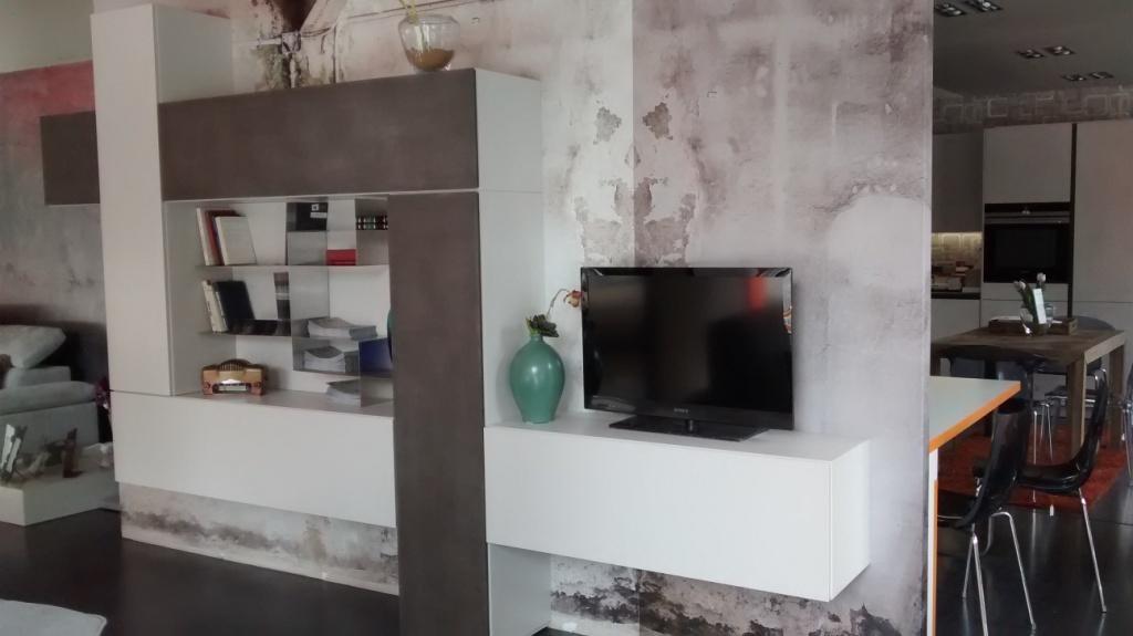 Soggiorno veneran sistema modulo laccato opaco pareti for Pareti attrezzate soggiorno moderne