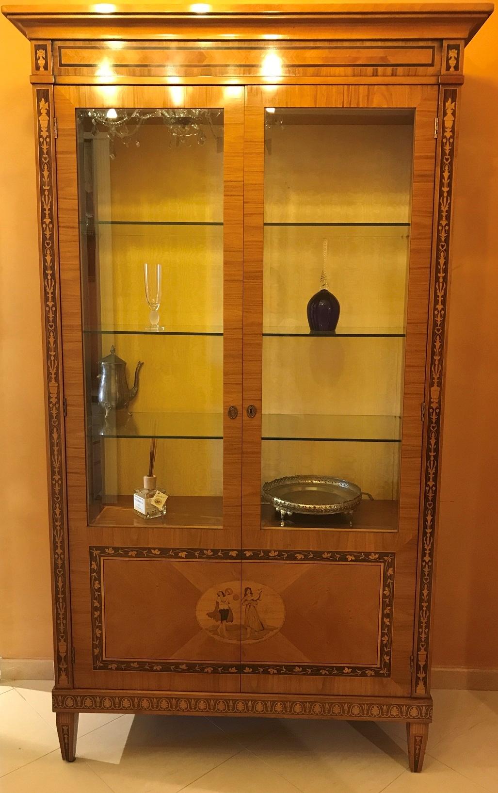 Vetrina classica stile maggiolini di corti offerta for Vetrina stile moderno
