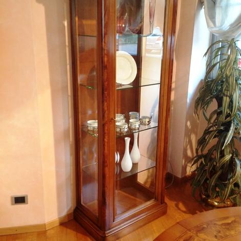 Vetrina cristalliera in noce nazionale stile classico for Busnelli arredamenti