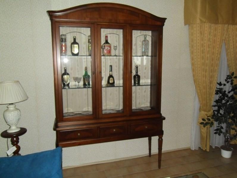 Soggiorno duegi vetrina con base a piedi alti legno for Spaggiari arredamenti