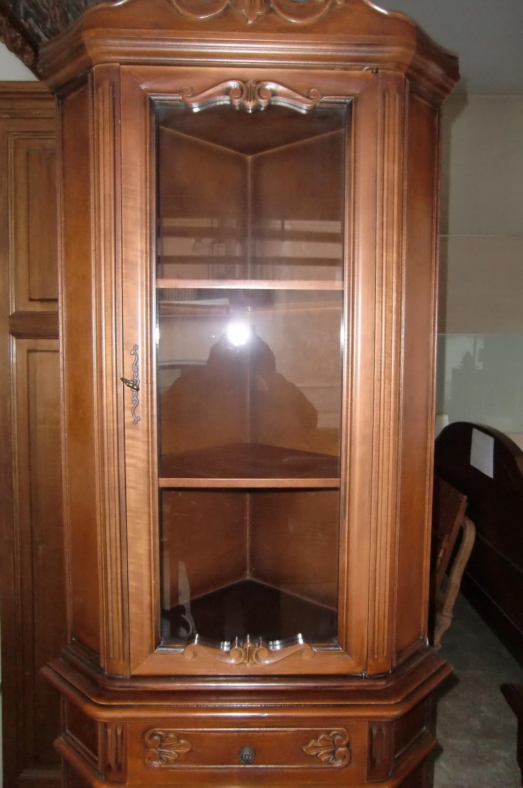 Soggiorno vetrinetta ad angolo in noce artigianale - Mobile d angolo ...