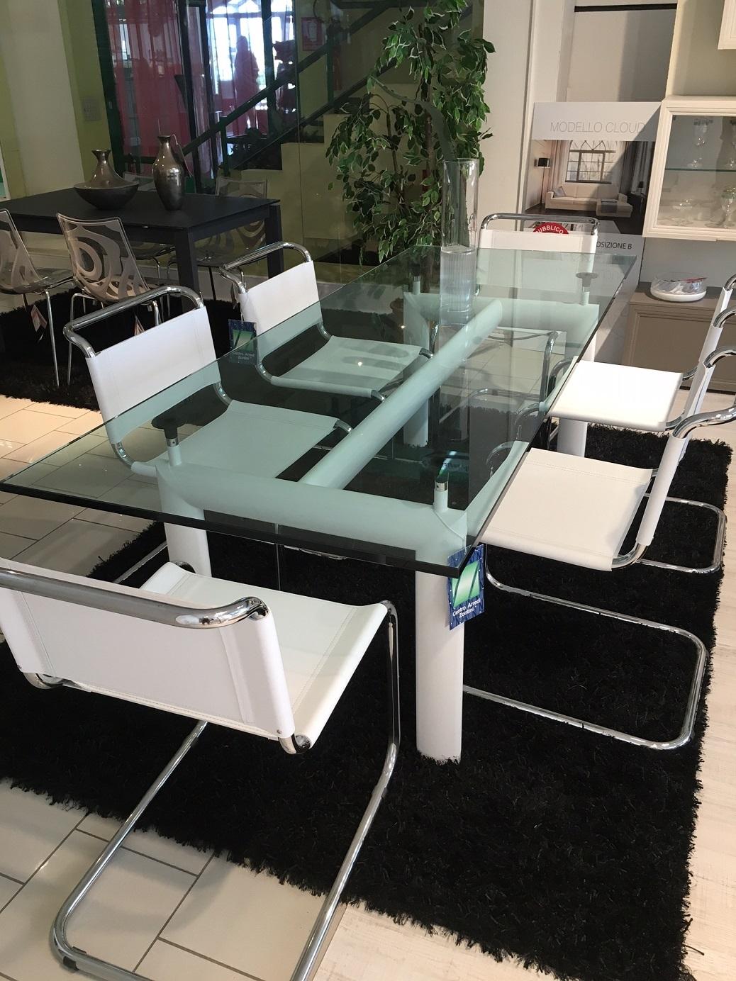 Cassina le corbusier tavolo cristallo e sedie jacobsen in cuoio vero sconto 50 tavoli a - Tavolo cristallo le corbusier ...