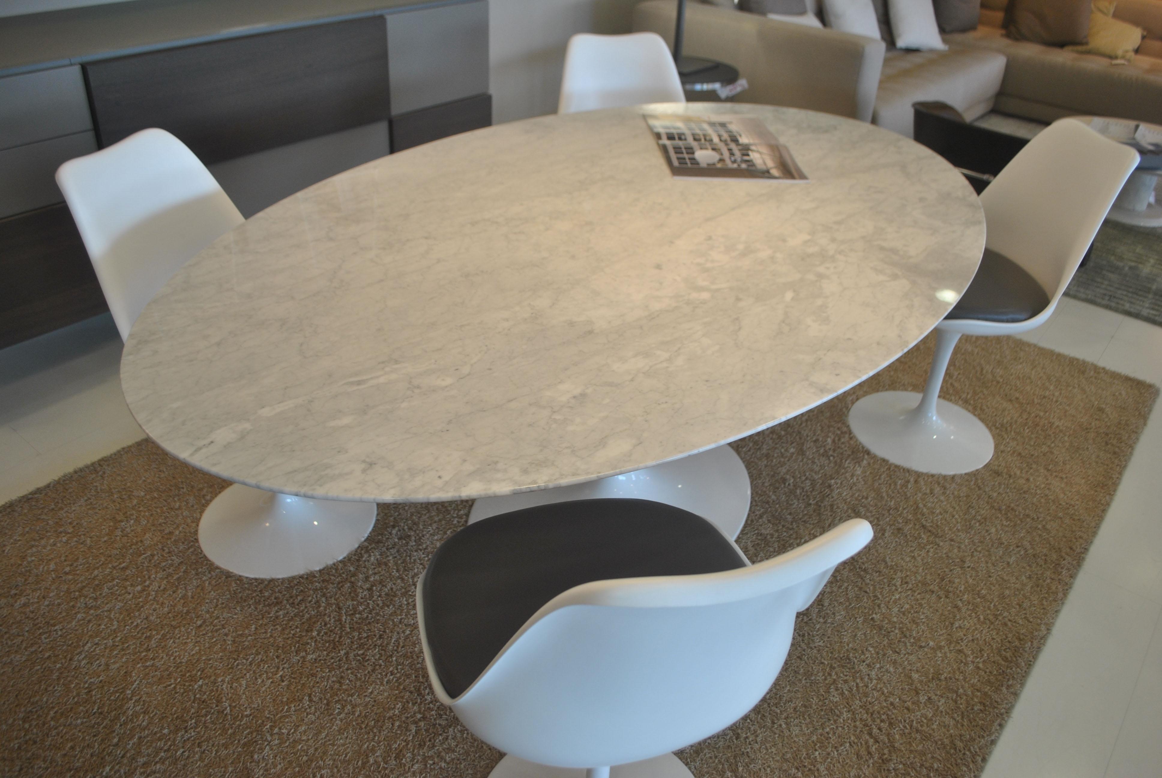 Tavolo ovale alivar e saarinen marmo bianco michelangelo for Tavolo da fumo fai da te