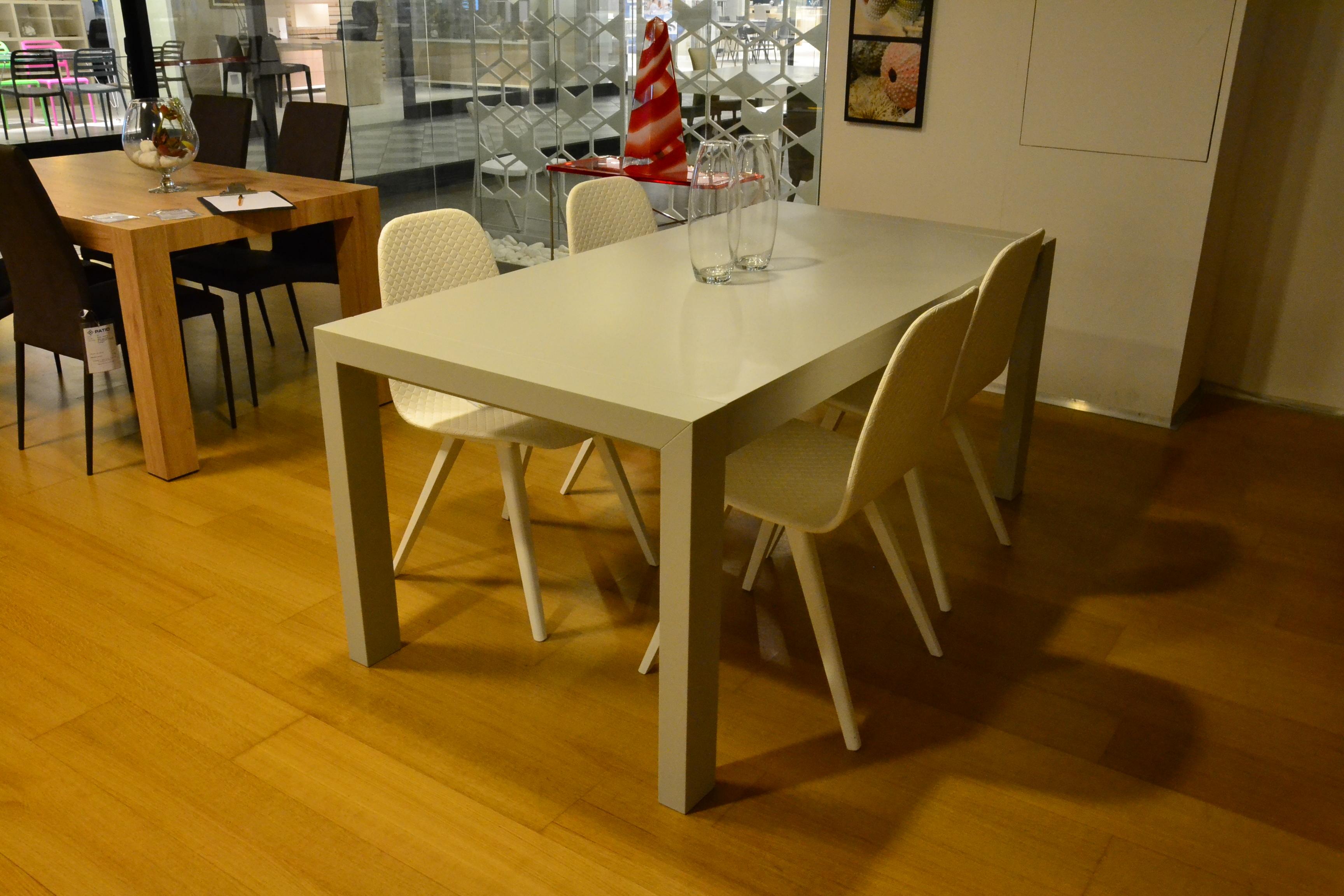 Dall 39 agnese tavolo tavolo e sedie sottocosto tavoli a for Sedie di marca