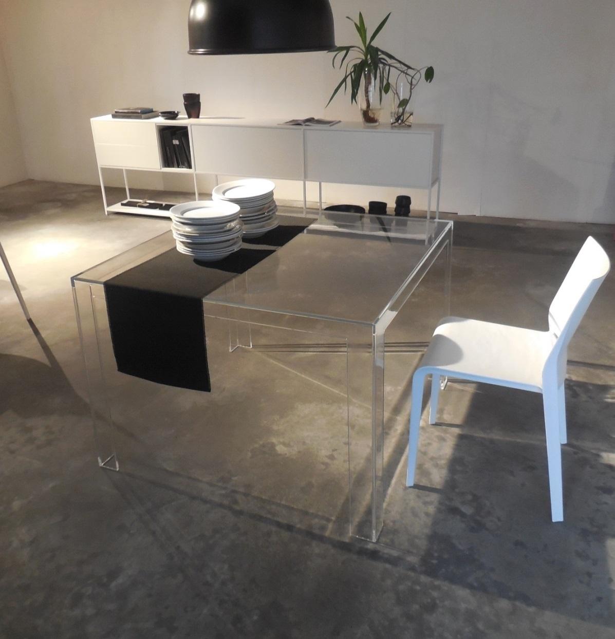 Kartell tavolo tavolo quadrato invisible kartell tavoli for Outlet tavoli design