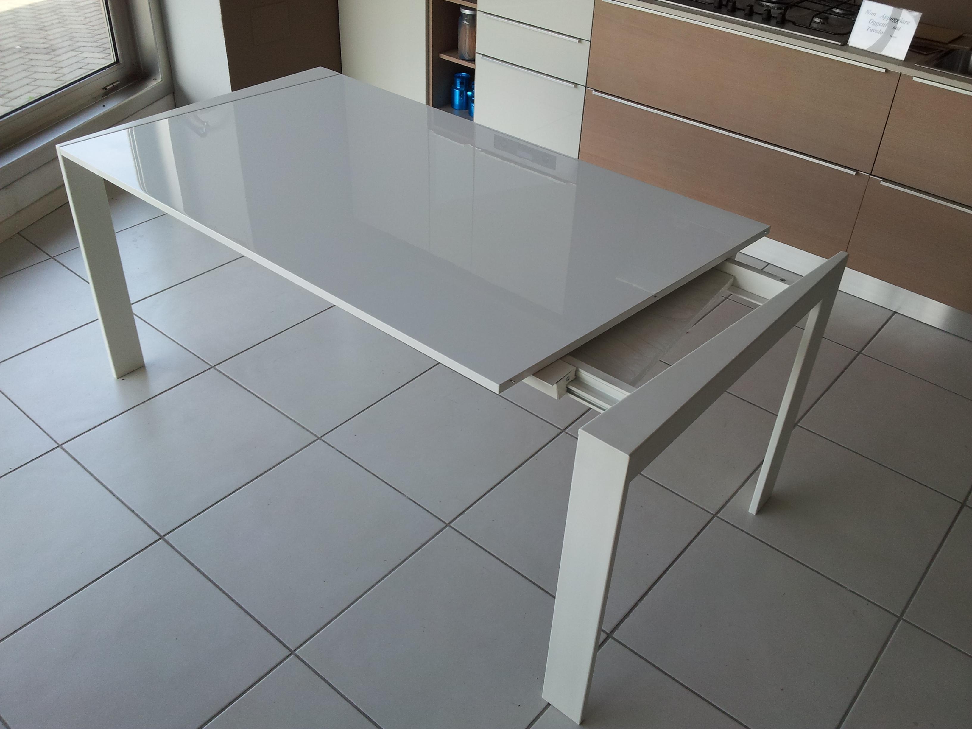 Tavolo kreaty tavolo trim allungabile scontato del 55 for Tavolo bianco allungabile
