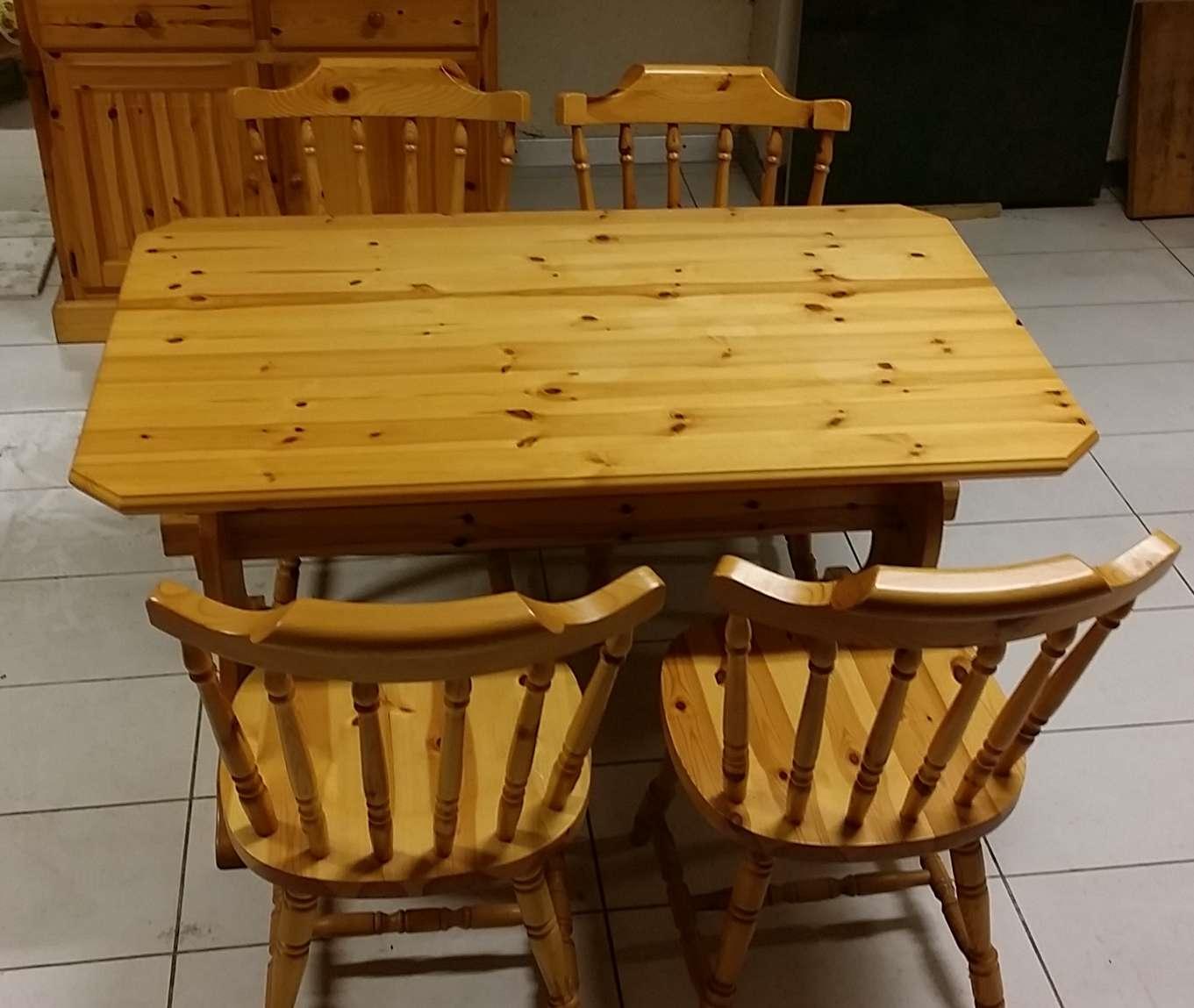 Offerta tavolo e sedie in Pino massello - Tavoli a prezzi scontati