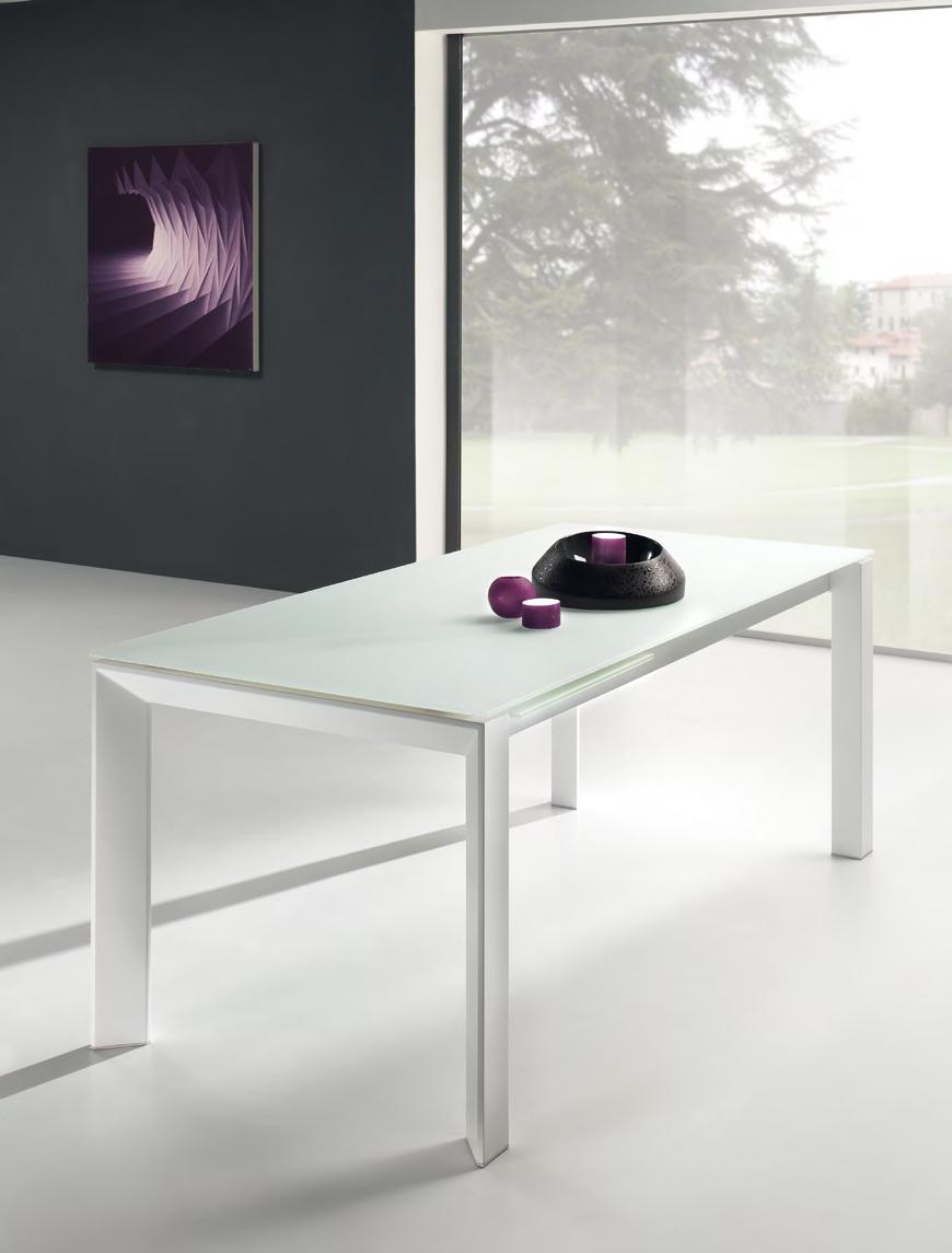 Offerta unica tavolo con piano in vetro temperato e for Tavolo vetro satinato