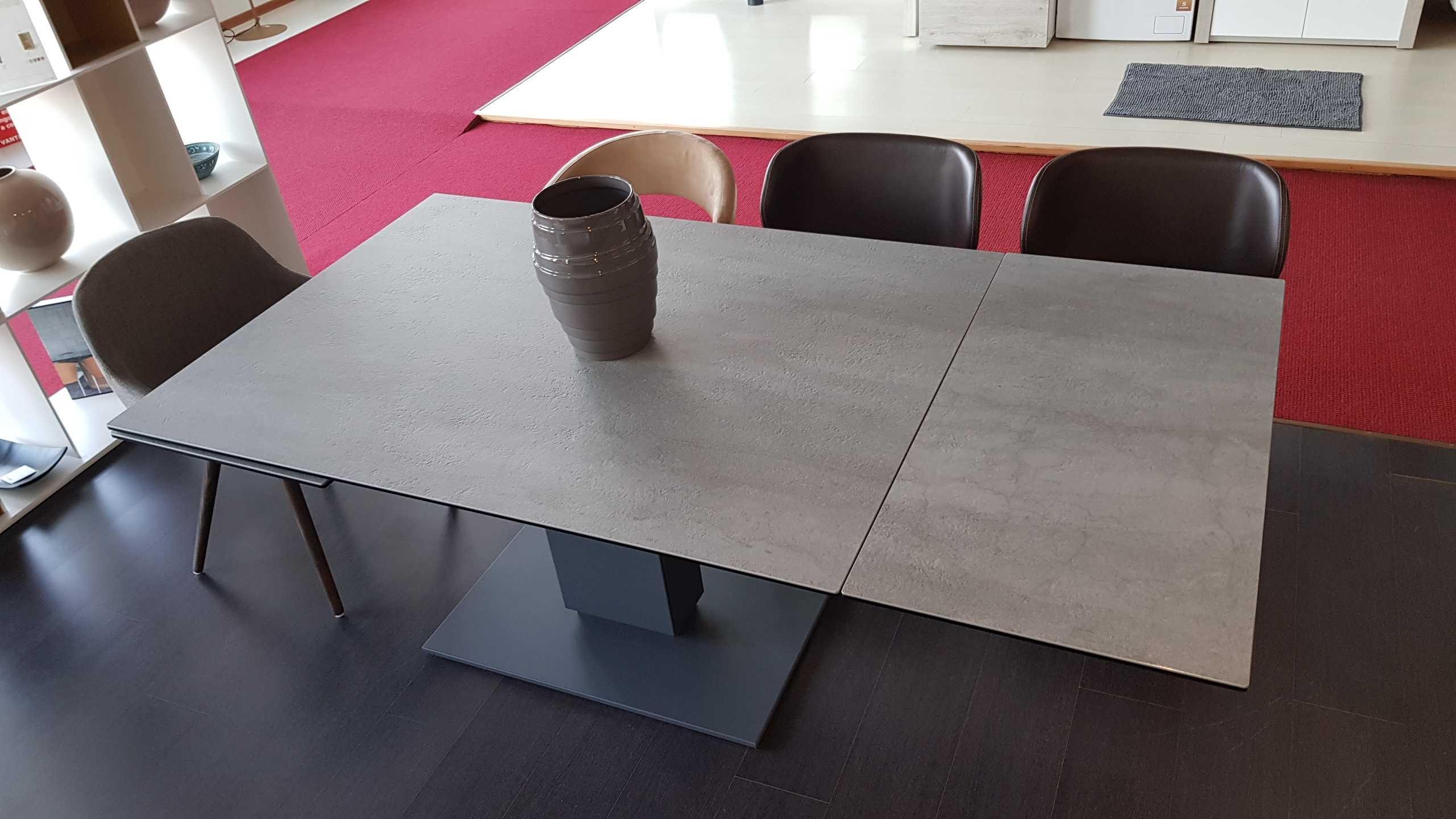 Outlet tavolo calligaris echo in ceramica cemento tavoli for Tavolo cemento calligaris