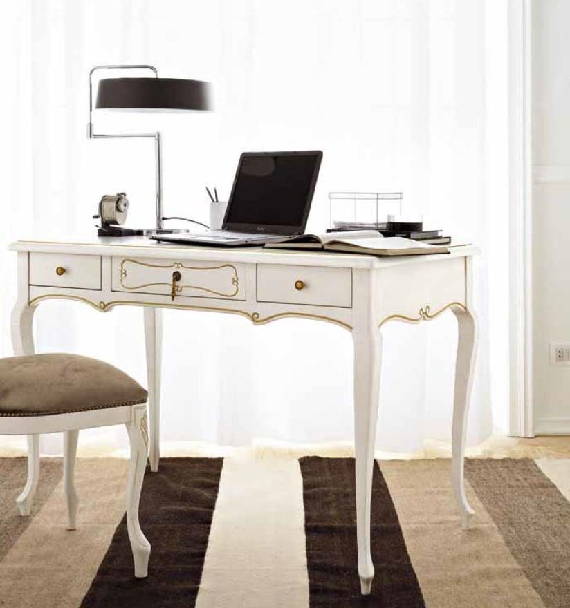 Scrivania e sedia classica di flai classic tavoli a for Sedia design scrivania