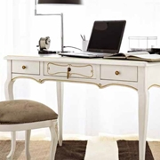 Scrivania e sedia classica di Flai Classic