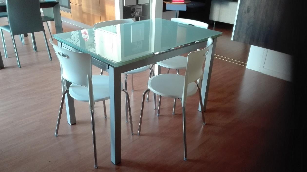 Stones tavolo baud rettangolari allungabili vetro tavoli for Tavoli allungabili in vetro prezzi