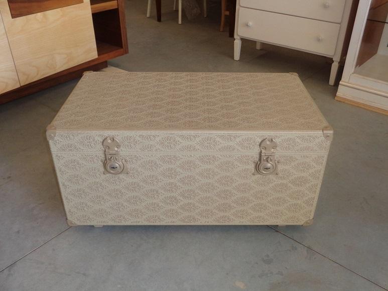 Tavolino a baule in legno decorato e laccato tavoli a - Baule come tavolino ...
