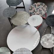Tavolino Tomasella modello Joy Decor. Tavolino con il piano e la struttura in metallo e con il top con grafica.