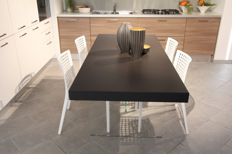 Tavolo air tavoli a prezzi scontati for Tavoli di design outlet