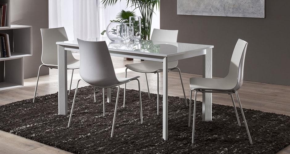 Tavolo allungabile con piano in vetro bianco e gambe for Tavolo 140x80 allungabile legno