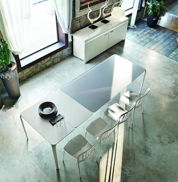 Tavolo allungabile con piano in vetro modello light by tonin casa nuovo a prezzo scontato - Piano in vetro per tavolo prezzi ...