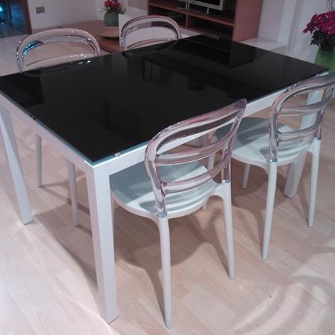 Tavolo la seggiola tavolo cristallo con sedie design in for Biassoni arreda
