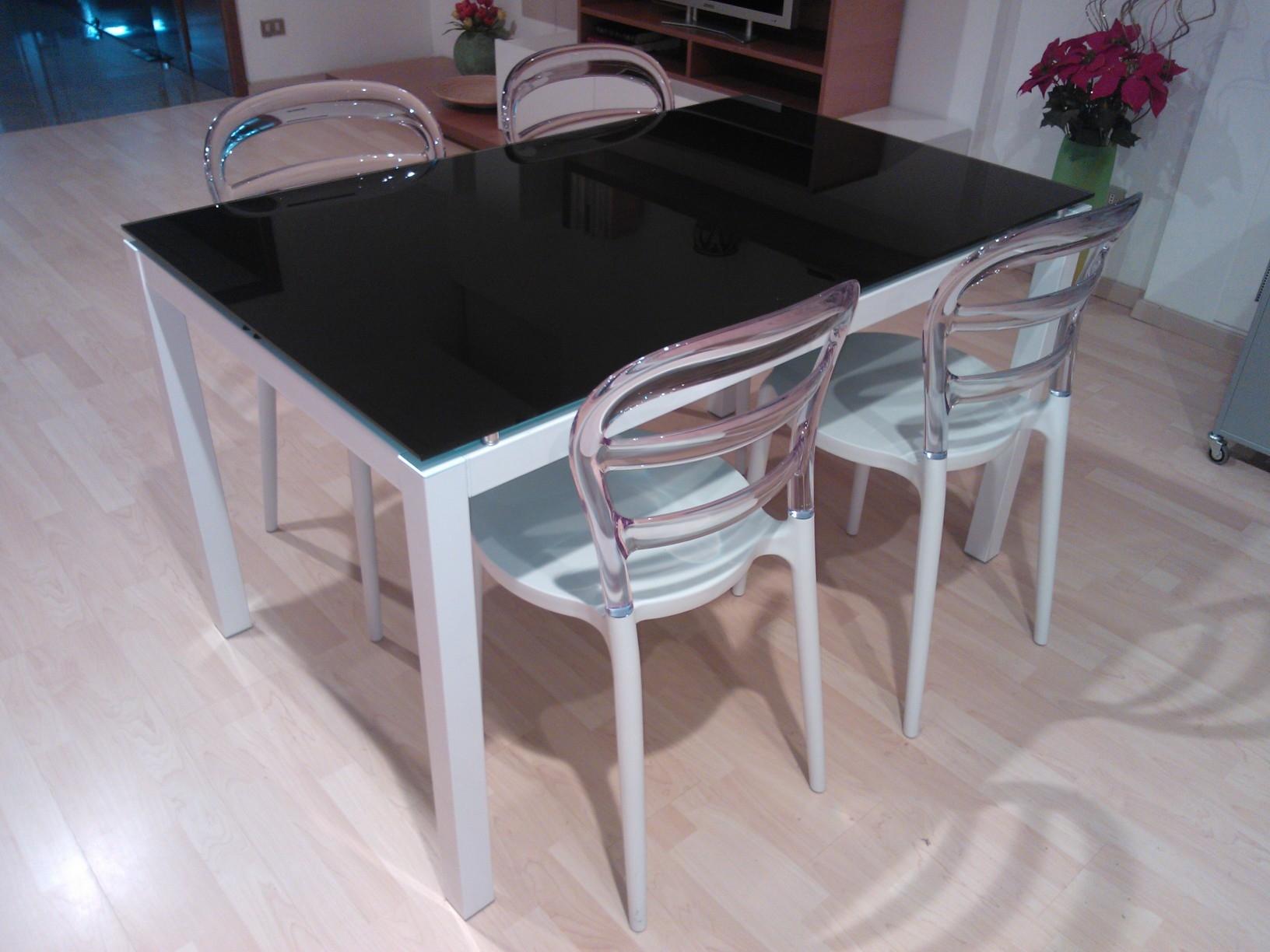 Tavolo la seggiola tavolo cristallo con sedie design in for Tavoli di design in cristallo