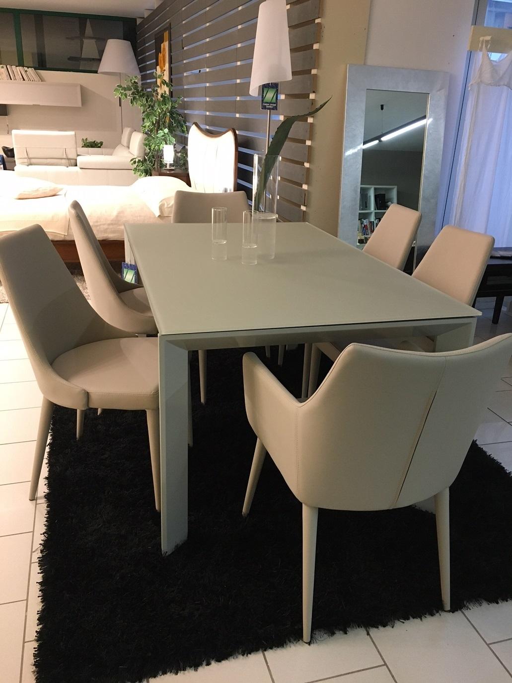 Tavolo allungabile in cristallo temperato con sedie in tinta ecopelle tavoli a prezzi scontati - Tavolo consolle allungabile con sedie ...