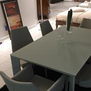 Tavolo allungabile in Cristallo Temperato con Sedie in Tinta ecopelle