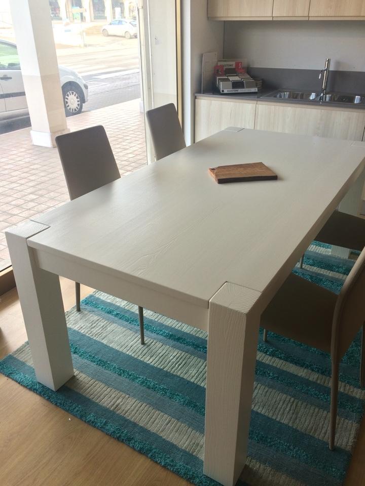 Tavolo allungabile in legno massello bianco tavoli a for Tavolo consolle allungabile legno massello