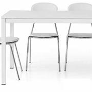 tavolo modello vip allungabile, con gambe in metallo e piano in laminato effetto frassino laccatto bianco