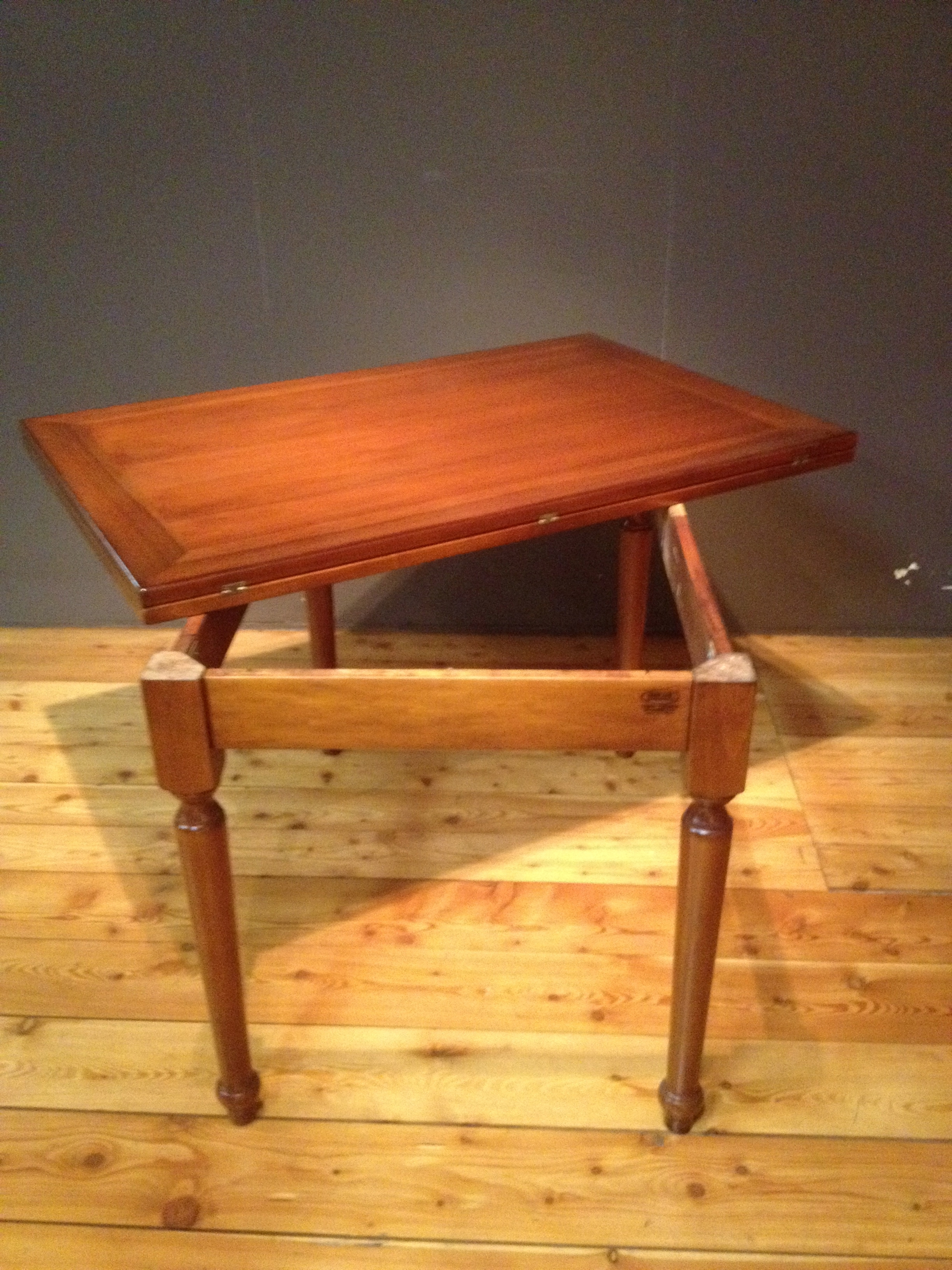 gamba legno toscana : Tavolo diametro 120 allungabile in stile classico, impiallacciato noce ...