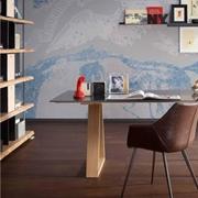 Tavolo Alta Corte modello Detroit. Il tavolo ha il piano in ferro Industry e le gambe in Mekano.