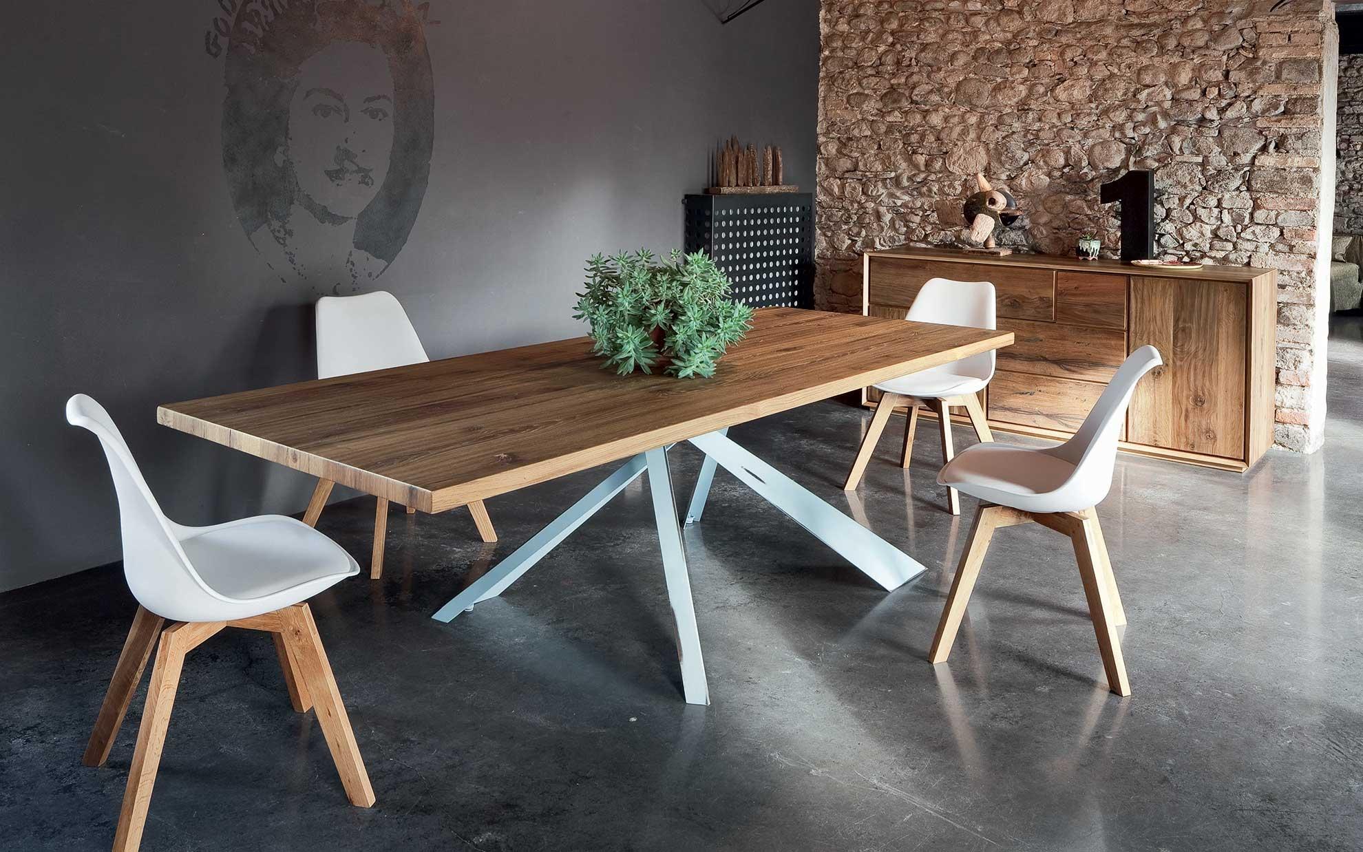Tavolo alta corte modello parigi tavoli a prezzi scontati for Tavoli in legno con gambe in ferro