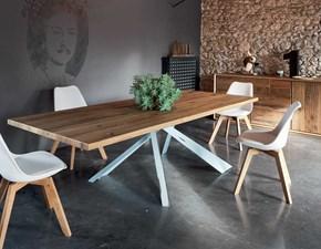 Tavolo Alta Corte modello Parigi con gambe Metal in ferro Industry centrali. Il tavolo è in legno rovere disponibile nei colori alaska, grigio, naturale, oliva e supernatural.
