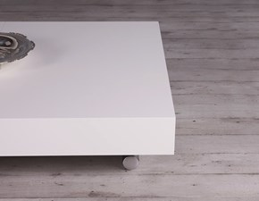 Tavolo Altacom modello Assist. Tavolino trasformabile in tavolo da pranzo con piano laccato lucido bianco luce e base cromo opaco.