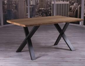 Tavolo Altacom modello Cross. Tavolo fisso con piano in legno rovere massello e base in metallo verniciato grafite.