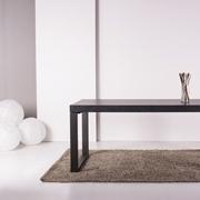 Tavolo Altacom modello Frame. Tavolo allungabile con piano in nobilitato ardesia e base in metallo verniciato grafite.
