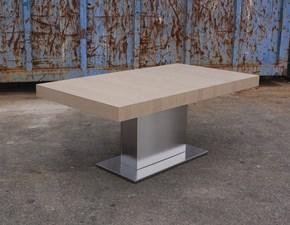 Tavolo Altacom modello Tower Maxi. Tavolo allungabile con piano in legno rovere juta e base in metallo inox.