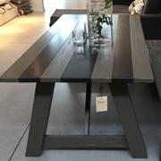 Tavolo artigianale in rovere materico e ferro
