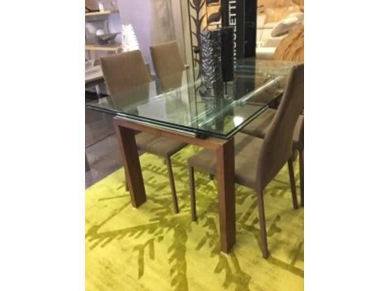 Tavolo beta 4 sedie doimo design in offerta outlet for Outlet tavoli design