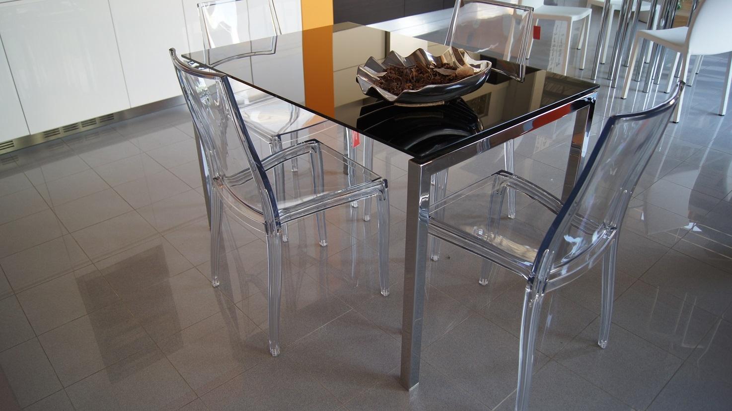 Tavoli pranzo design outlet idee creative di interni e for Tavolo design outlet