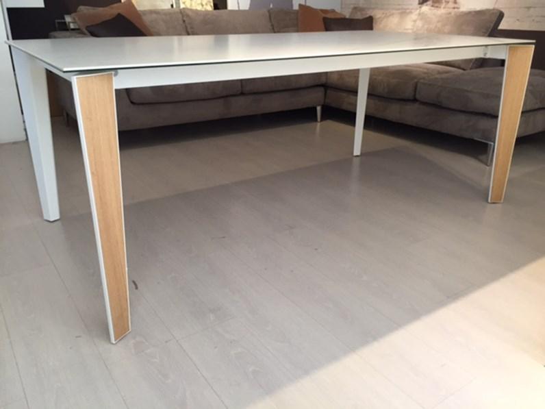 Tavolo bontempi modello senso scontato del 42 tavoli a for Icona arredamenti