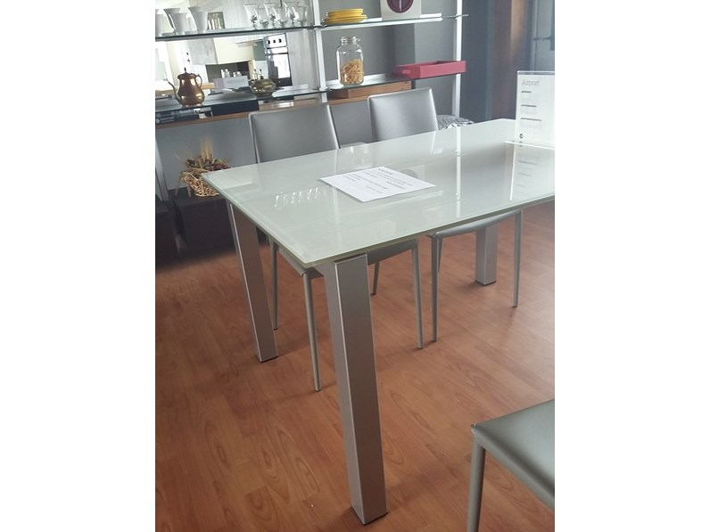 Tavolo calligaris airport one scontato del 45 for Tavolo cristallo allungabile calligaris